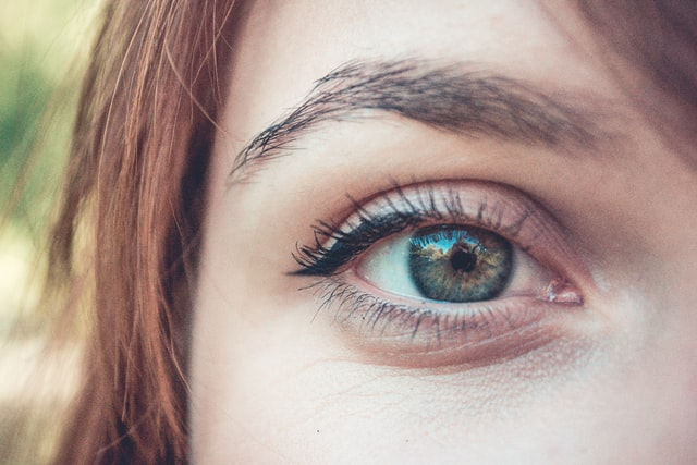 How to make your eyes look bigger without makeup - shape eyebrows