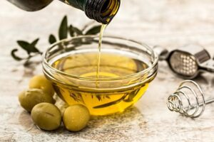 home remedies for cracked hands - olive oil