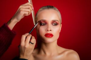 How to make your lips look bigger - make up