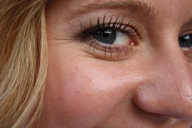 foundation that does not settle into wrinkles - eye
