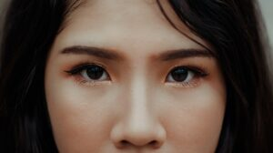 how to draw eyeliner - small eyelids