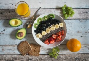 How to lower cholesterol without drugs - Balanced Diet